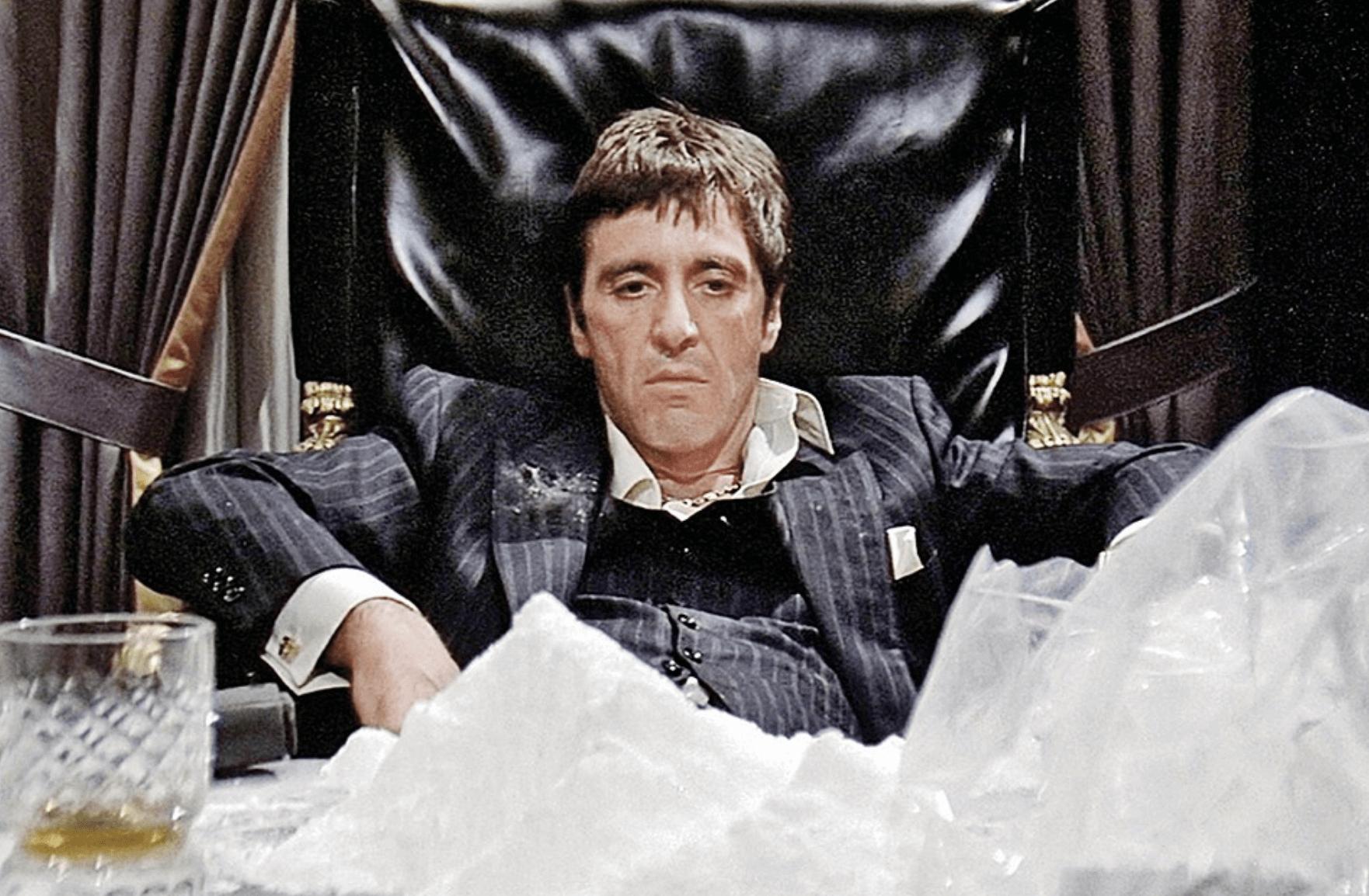 Тоні Монтана із к/ф «Обличчя зі шрамом» під кокаїновим кайфом